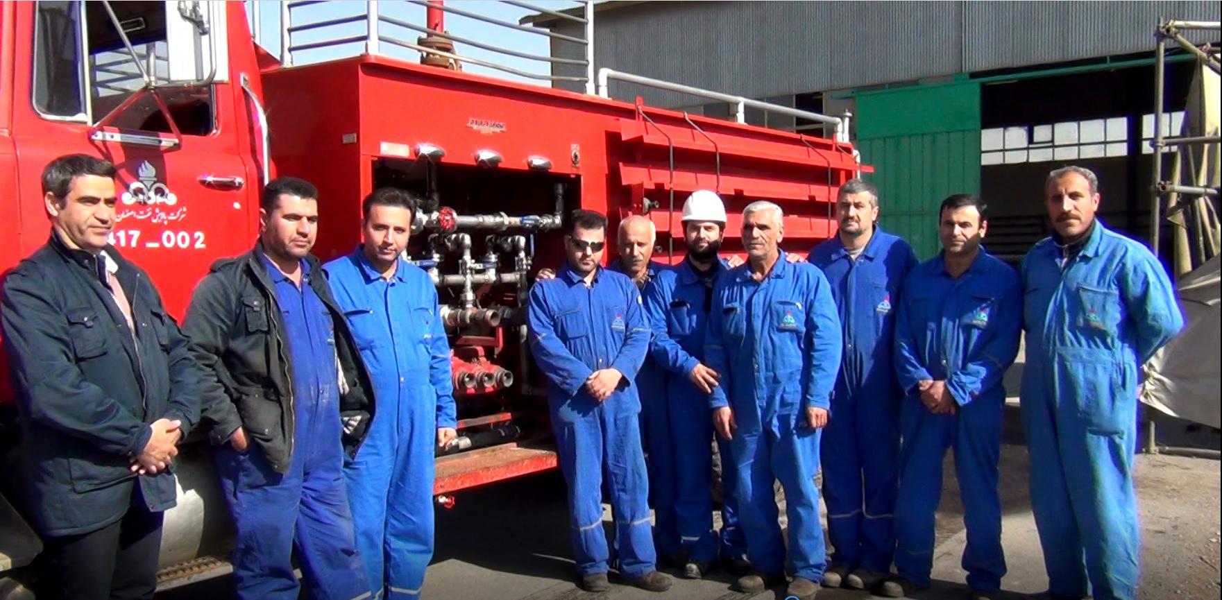 تصویر خودرو کف ساز آتش نشانی شرکت پالایش نفت اصفهان بازسازی شد