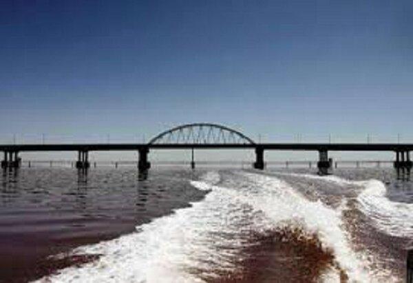 «آب گذر» ۵۰۰ متری بر روی دریاچه ارومیه احداث می شود