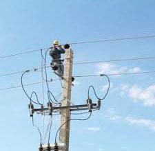 تصویر پروژه بهینه سازی شبکه فشار ضعیف و نصب پست هوایی به منظور اصلاح افت ولتاژ در برق منطقه ۱۰ اجرایی شد
