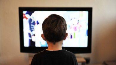تصویر مضرات تماشای تلویزیون برای کودکان زیر ۴ سال/بروز اختلالات رفتاری