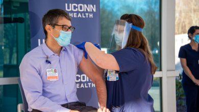 تصویر ۸۰ درصد کادر درمان در آمریکا از تزریق واکسن کرونا خودداری کردند