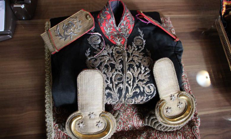 اهدا لباس سرتیپی ۱۱۶ ساله به موزه قاجار تبریز