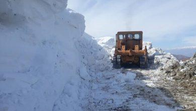 تصویر مسدود شدن راه ارتباطی ۷ روستای اهر بر اثر کولاک