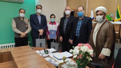 تصویر تندیس ملی فداکاری به دانشجوی آموزش علمی وکاربردی هلال احمر اصفهان اعطا شد