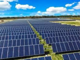 تصویر در آیین افتتاح نخستین پروژه نیروگاه خورشیدی ۱۰۰ کیلو واتی در نجف آباد مطرح شد؛