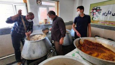 تصویر پخت ۱۲۰۰۰ پُرس غذای گرم در اهر و توزیع بین نیازمندان