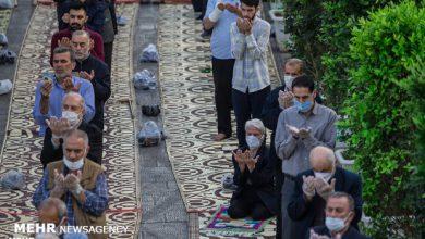 تصویر برگزاری نماز عید فطر در فضای باز محوطه مصلی امام خمینی (ره) تبریز