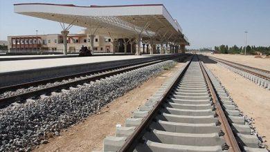 تصویر سوت قطار خط ریلی تبریز- میانه در خاوران به صدا درمیآید