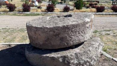 تصویر شناسایی دو آسیاب سنگی تاریخی در شهرستان سراب