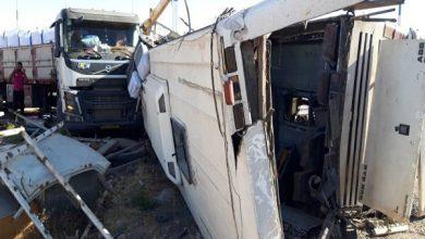 تصویر واژگونی اتوبوس در دهشیر ۵ کشته و ۳۳ مصدوم بر جا گذاشت